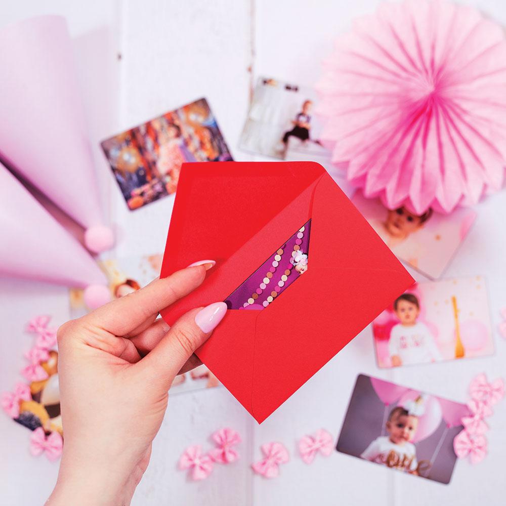 fotoMagnesy urodzinowe 9 x 6 cm + czerwone koperty 8 sztuk