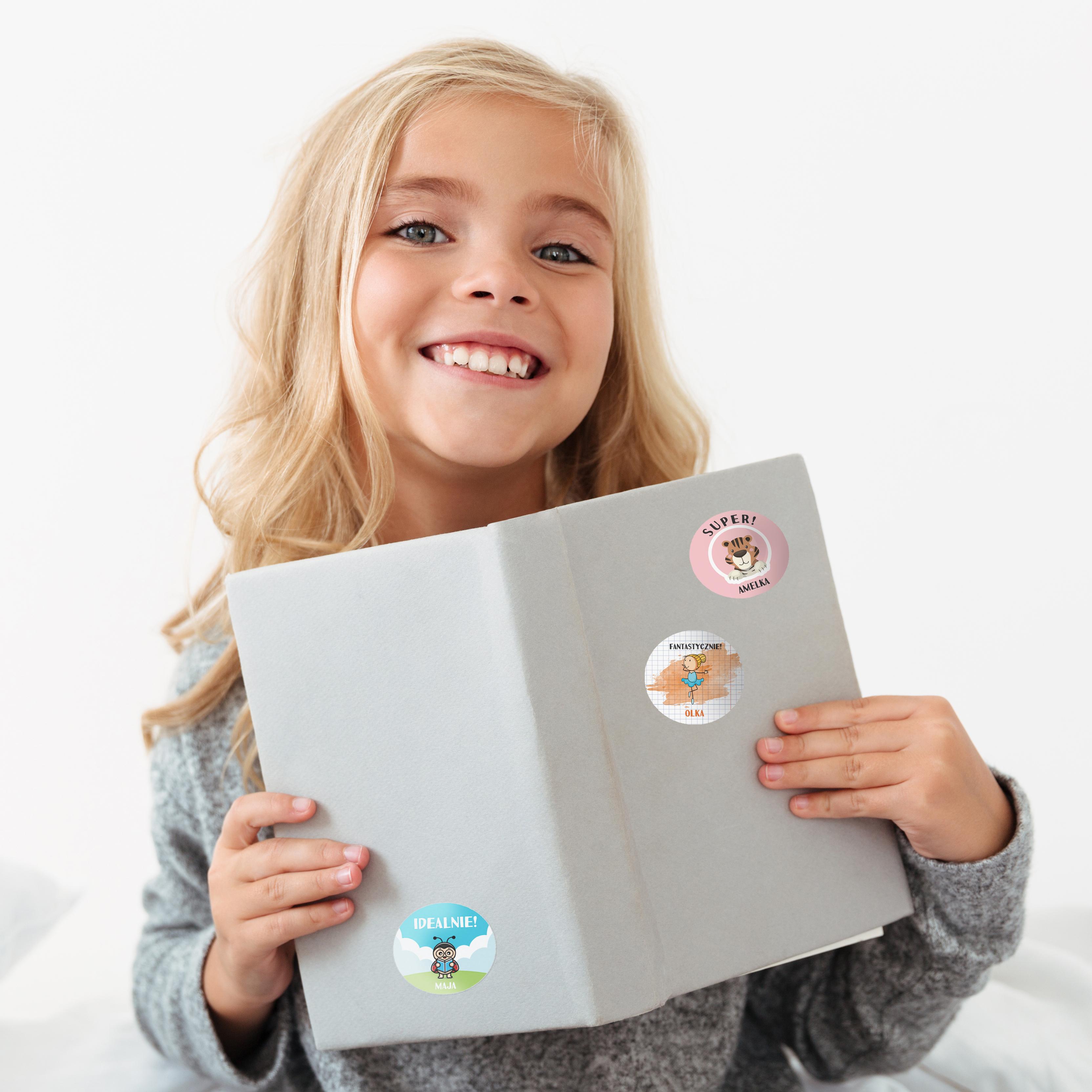 Naklejki motywacyjne dla dzieci szkolne naklejki z imieniem dziecka super królik