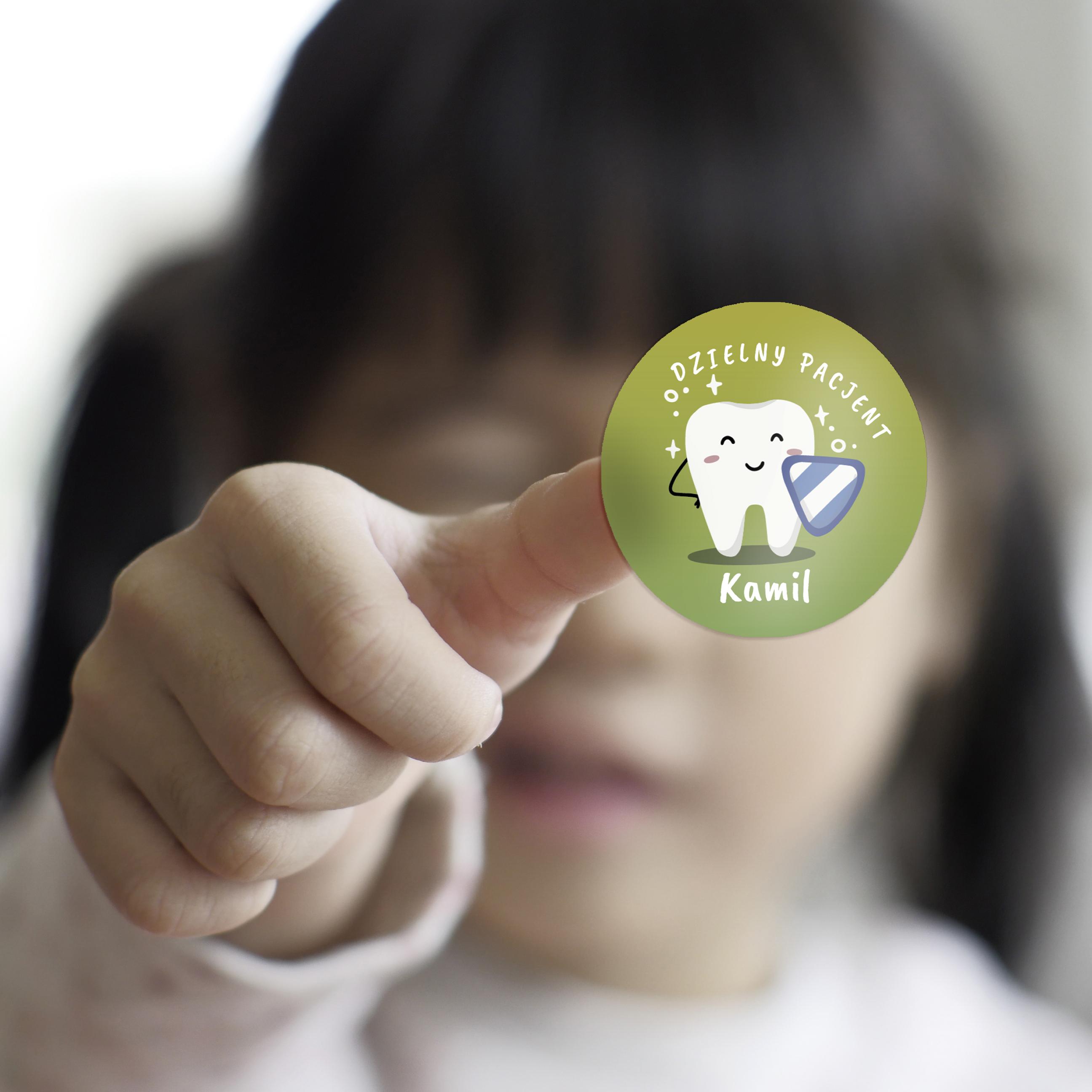 Naklejki dzielny pacjent dla dzieci z imieniem lśniące ząbki